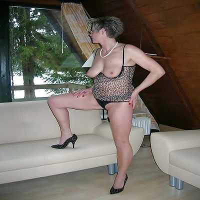 Oma zoekt een spannende seksdate.